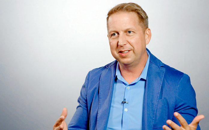 Bobby Gruenewald é pastor e fundador do YouVersion, maior aplicativo da Bíblia do mundo.