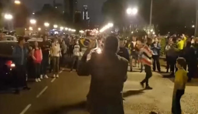 Profetiza Curitiba 2020 - evangélicos se aglomeram durante pandemia do coronavírus