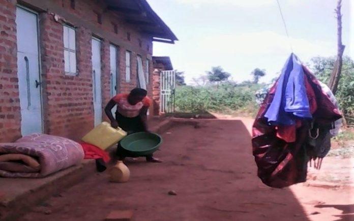 Cristã foi agredida por sua fé, em Uganda