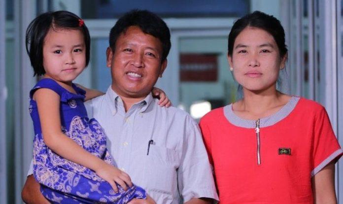 O pastor Tun com sua esposa e um de seus filhos. (Foto: Reprodução/Gospel for Asia)