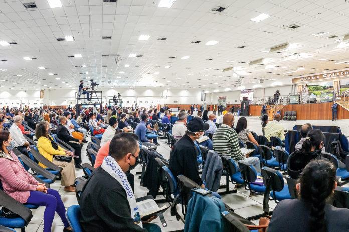 Igreja Mundial do Poder de Deus no último dia 3 de maio: cerca de 3000 fiéis no culto em meio a pandemia do coronavírus