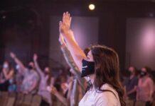 Culto em uma igreja nos EUA em meio à pandemia do coronavírus