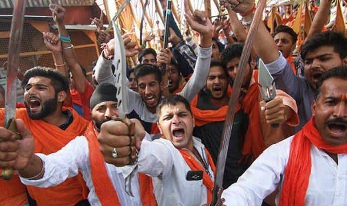 Radicais hindus na Índia. (Foto: Reprodução/India Times)