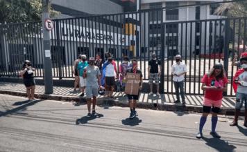 Cerca de 30 pessoas participaram do protesto na porta da Igreja da Lagoinha. (Foto: Divulgação/O Tempo)