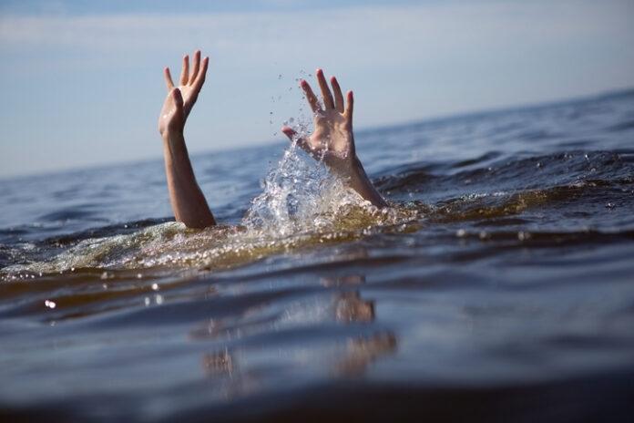 Pessoa se afogando (imagem ilustrativa)