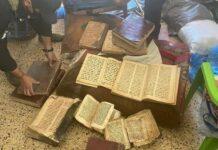 Polícia encontra antigos manuscritos cristãos, no Iraque. (Foto: Reprodução / Premier)
