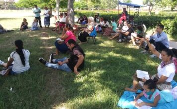Membros da Igreja Jeová Shalom se reuniram em um parque depois que sua igreja foi fechada. (Foto: Reprodução / Igreja Jehová Shalom Facebook)