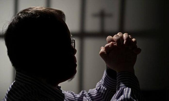 Um cristão ex-muçulmano enfrenta a perseguição do governo e da família na China