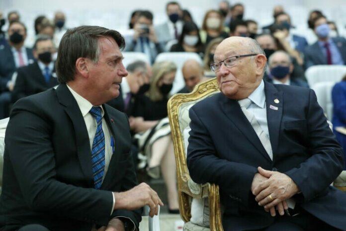 Presidente Bolsonaro ao lado do pastor José Wellington