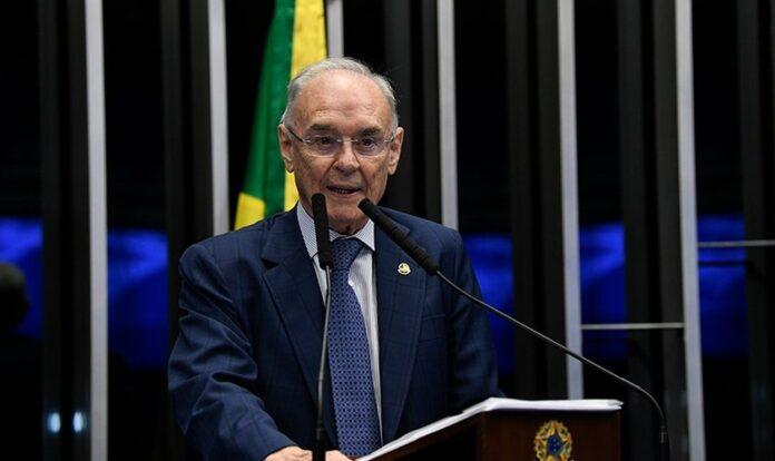 O senador Arolde de Oliveira morreu aos 83 anos, vítima de Covid-19. (Foto: Jefferson Rudy/Agência Senado)