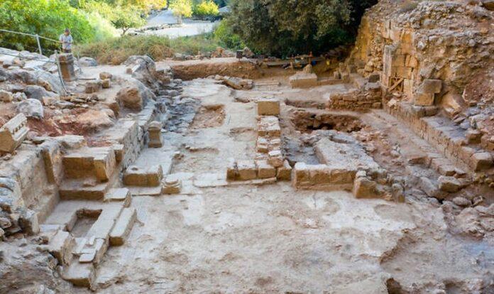 Descoberta igreja bizantina de cerca de 400 d.C. escavada por arqueólogos no norte de Israel, no local onde Jesus chamou Pedro de 'rocha' . (Foto: Yaniv Cohen)