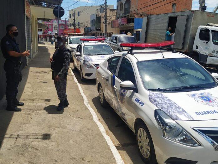 Agentes da Guarda Municipal de Macaé fecham igreja evangélica por aglomeração em culto