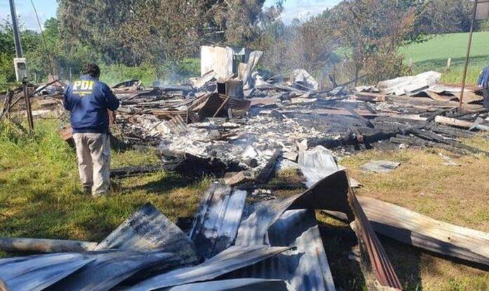 Igreja evangélica foi queimada por manifestantes no Chile. (Foto: Polícia de Investigações do Chile)