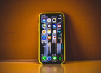 Celular smartphone (Foto por Essow Kedelina on Pexels.com)