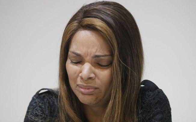 Flordelis chorando