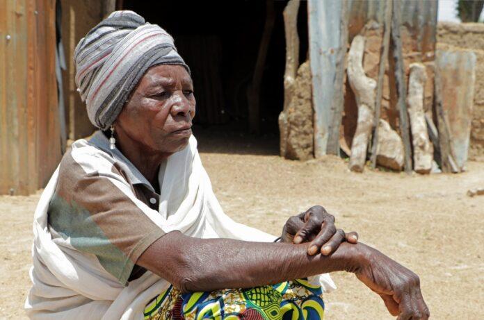 Kwate ficou viúva por um ataque à sua aldeia no norte da Nigéria e está sendo ajudada por microempréstimos da Portas Abertas. (Foto: Portas abertas)