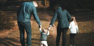 Família passeando (Foto: Vidal Balielo Jr. / Pexel)