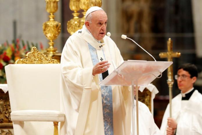 O Papa Francisco lidera uma missa marcando o Dia Mundial da Paz na Basílica de São Pedro no Vaticano, 1º de janeiro de 2020.