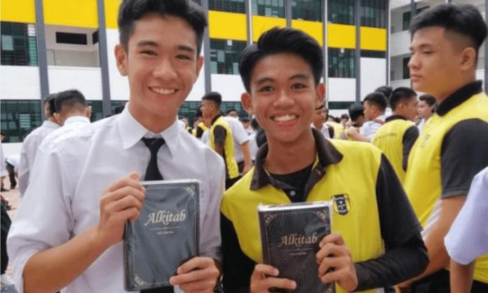 Diversas Bíblias foram distribuídas para cristãos na Malásia e em Brunei