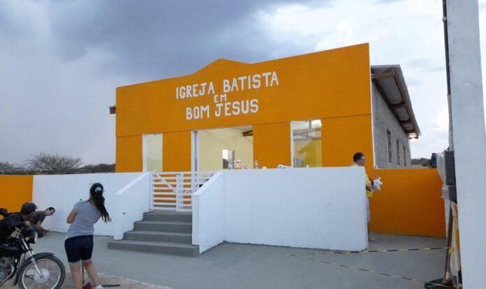 Caravana missionária abençoou a cidade de Almino Afonso, no RN. (Foto: Facebook/Edna e Enoque Paz)