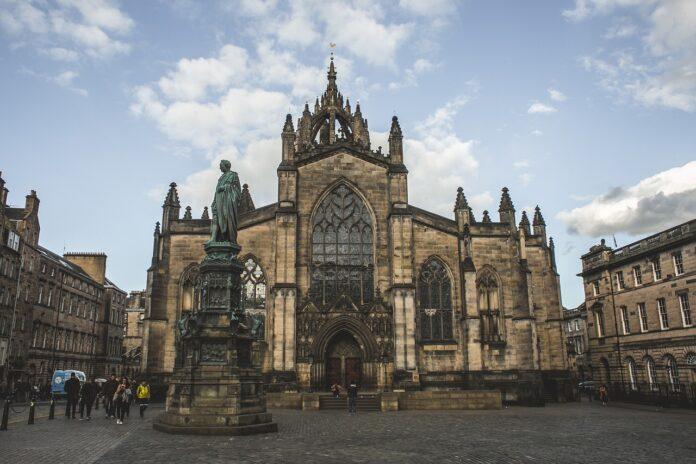 Catedral de Santo Egídio na Escócia (Imagem de Eduardo Vieira por Pixabay)