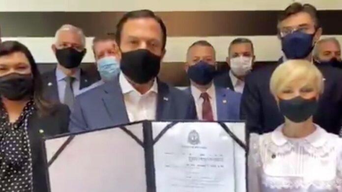 O governador de São Paulo, João Doria (PSDB) , assinou um decretou para reconhecer as atividades religiosas no estado como um serviço essencial (Foto: Reprodução/Twitter)