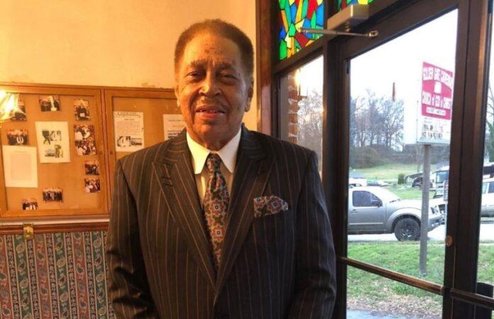 Pastor Robert Lee Hamilton morreu no púlpito da sua igreja, após pregação.