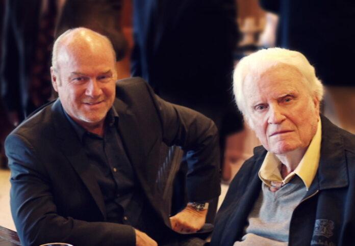 Greg Laurie, pastor da Harvest Christian Fellowship ao lado do evangelista Billy Graham, que faleceu em 21 de fevereiro de 2018, aos 99 anos.