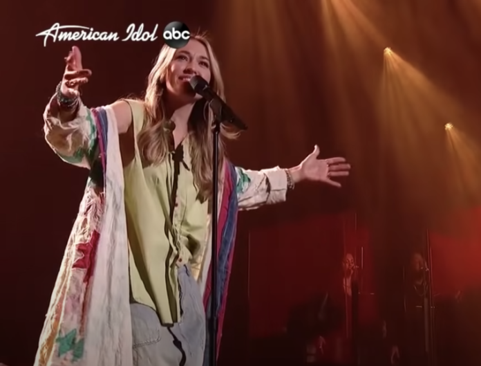 "Lauren Daigle canta ""Look Up Child"" no ""American Idol"" em 19 de abril de 2021 (Foto: American Idol)"