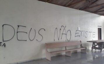 Pichações em uma igreja adventista no Pará.