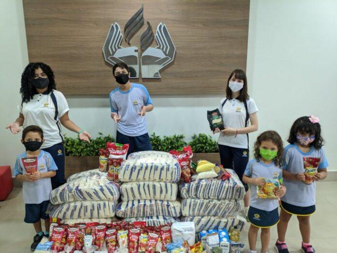 Os alunos do Colégio Adventista do Porto arrecadam quase meia tonelada de alimentos para o Hospital de Câncer de Mato Grosso (Foto: Divulgação)