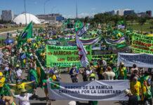 Marcha da Família Cristã em Brasília, contra a decisão do STF sobre cultos e missas presenciais na pandemia de Covid-19
