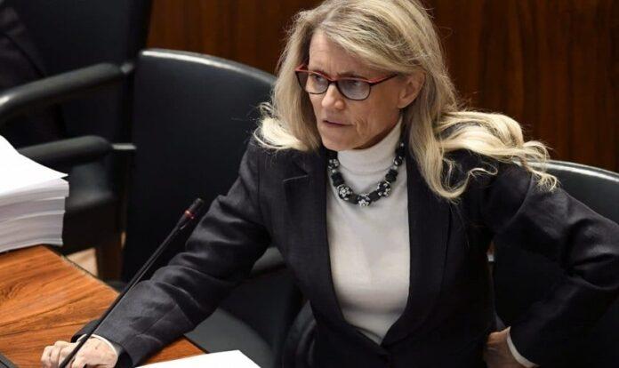 Päivi Räsänen é uma parlamentar cristã na Finlândia, acusada por opiniões conservadoras sobre casamento e sexualidade