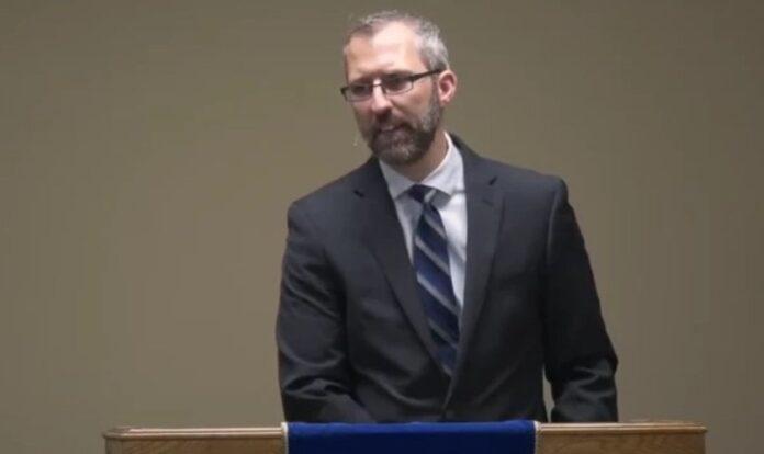 Pastor Tim Stephens, da Igreja Batista Fairview, em Calgary, Alberta, Canadá. (Foto: Reprodução/YouTube/Fairview Baptist Church)