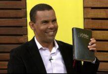 O arqueólogo e teólogo Rodrigo Silva (Foto: Reprodução/YouTube/Rede Super de Televisão)