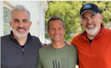 O ator Kirk Cameron entre os irmãos cineastas Alex e Stephen Kendrick