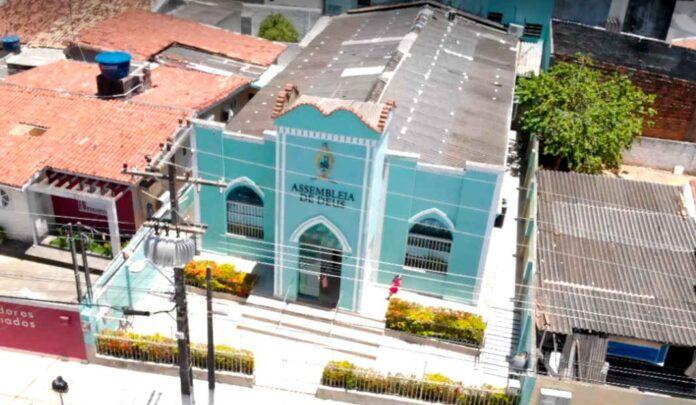 Assembleia de Deus no bairro de Pinheiro, em Maceió (AL) foi a primeira a encerrar atividades.