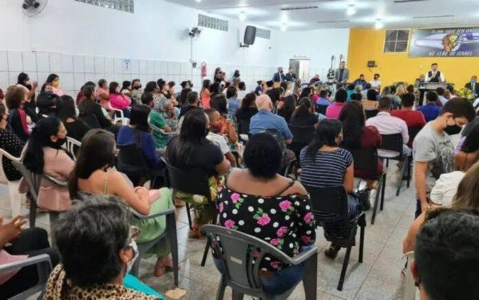 Culto com deputado e pastor Marco Feliciano foi interrompido por exceder o limite de ocupação de 25% da capacidade total. (Foto: Prefeitura de Morro Agudo)