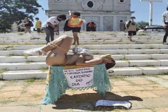 Protesto de mulher nua em frente a uma Igreja Católica em Teresina (PI), gerou repúdio de entidades.