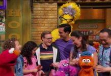 Vila Sésamo apresentou família com dois pais gays no episódio de Dia da Família. (Foto: Reprodução / Vila Sésamo)