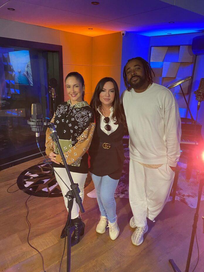 A cantora Claudia Leitte, a manager de Clovis, Margarida Bucater e o cantor Clovis (Foto: Caio Giménez)