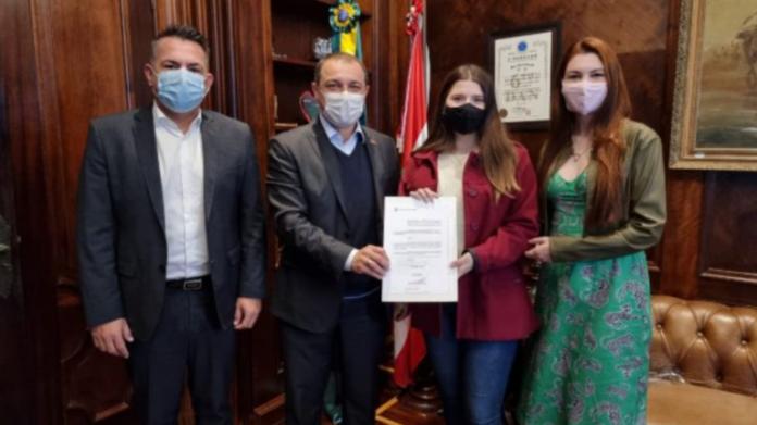 Governo de Santa Catarina veta linguagem neutra em escolas
