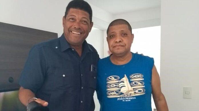 Valdemiro Santiago ao lado do seu irmão, bispo Vanderley Santiago, de 53 anos, que faleceu em São Carlos, vítima da Covid-19, na segunda-feira (28) (Foto: reprodução)