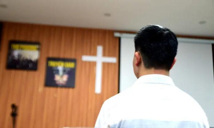 Cristão em uma igreja no Vietnã