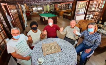 Da esq. para dir.: petistas André Ceciliano, Benedita da Silva, Lula, Gleisi Hoffmann com o bispo da Assembleia de Deus, Manoel Ferreira (sem máscara). Arquivo pessoal