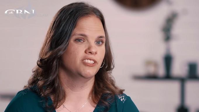 A ex-transgênero Laura Perry compartilhou sua história de como Deus a resgatou