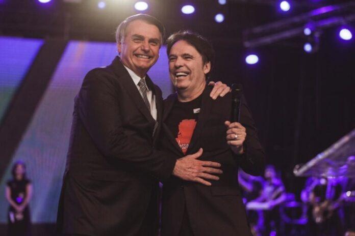 Presidente Jair Bolsonaro abraça o bispo Robson Rodovalho (Foto: Arquivo Pessoal)