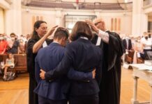 Casamento entre pastoras lésbicas na Igreja Protestante Unida da França (Foto: reprodução)