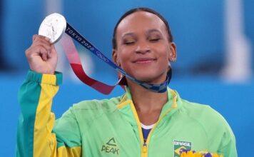 Rebeca Andrade se tornou a primeira brasileira a conquistar uma medalha olímpica na ginástica. (Foto: Reprodução/Instagram)