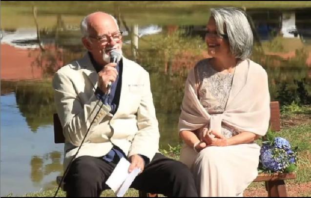 O pastor e cantor Paulo Cezar, líder do Grupo Logos, e sua esposa, Artemis.